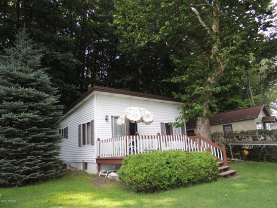 Cabin/Cottage, Single Family Residence - Bloomingdale, MI (photo 2)