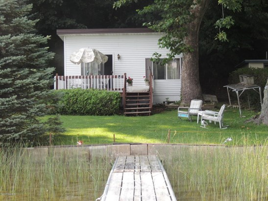 Cabin/Cottage, Single Family Residence - Bloomingdale, MI (photo 4)