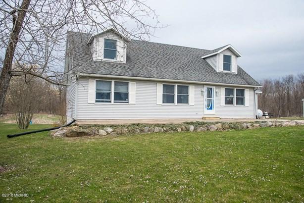 Cape Cod, Single Family Residence - Delton, MI (photo 2)