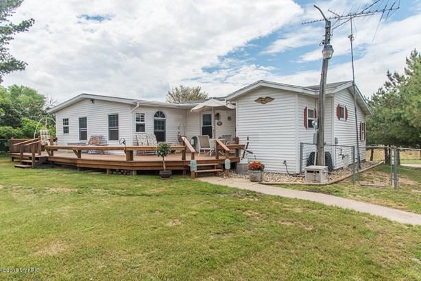 Single Family Residence, Ranch - Bellevue, MI (photo 3)