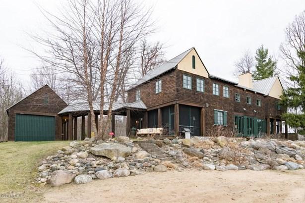 Single Family Residence, Traditional - Lawton, MI (photo 2)