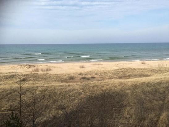Cape Cod, Single Family Residence - Shelby, MI (photo 3)