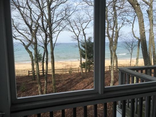 Cape Cod, Single Family Residence - Shelby, MI (photo 4)