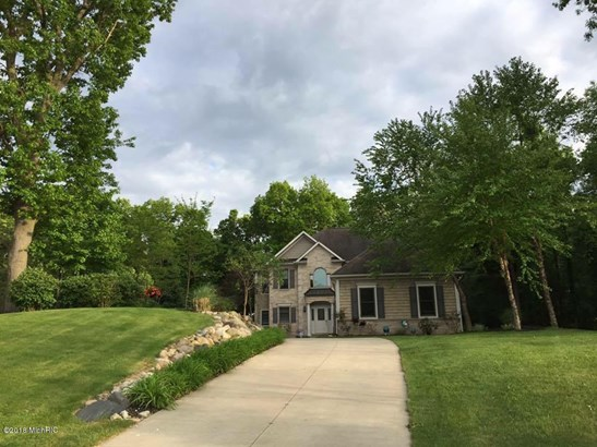 Single Family Residence, Traditional - Augusta, MI (photo 1)