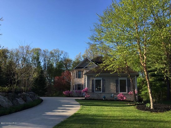 Single Family Residence, Traditional - Augusta, MI (photo 5)