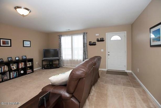 Single Family Residence, Traditional - Richland, MI (photo 4)