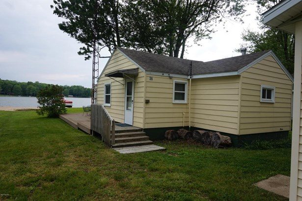 Cabin/Cottage, Single Family Residence - Gobles, MI (photo 2)