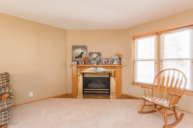 Single Family Residence, Traditional - Battle Creek, MI (photo 5)