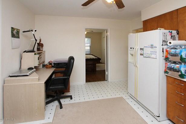 Single Family Residence, Traditional - Portage, MI (photo 5)