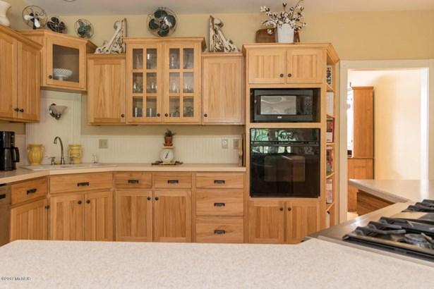 Single Family Residence, Contemporary - Lawton, MI (photo 4)