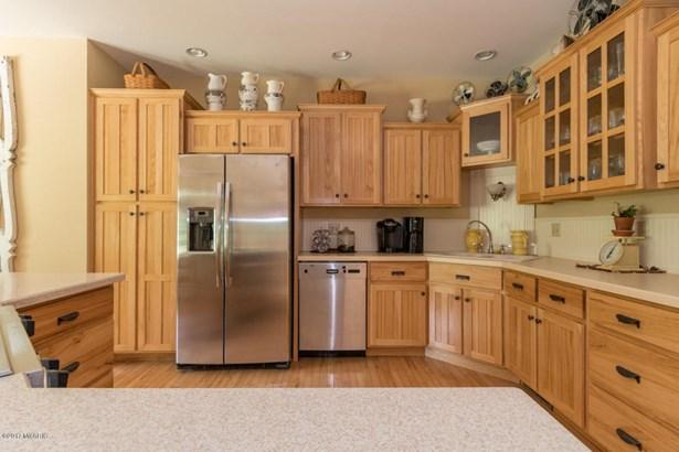 Single Family Residence, Contemporary - Lawton, MI (photo 5)