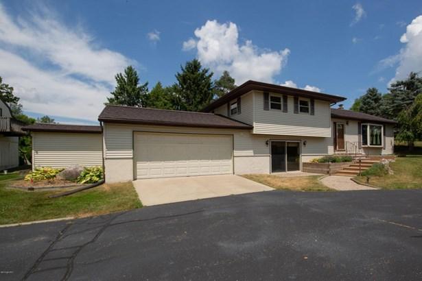 Single Family Residence, Quad Level - Plainwell, MI (photo 2)