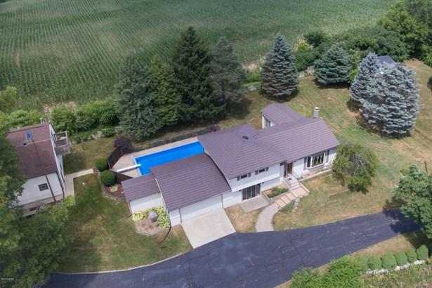 Single Family Residence, Quad Level - Plainwell, MI (photo 3)