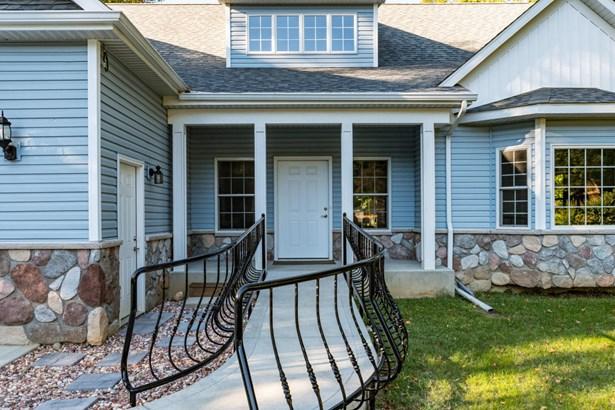 Single Family Residence, Traditional - Niles, MI (photo 3)