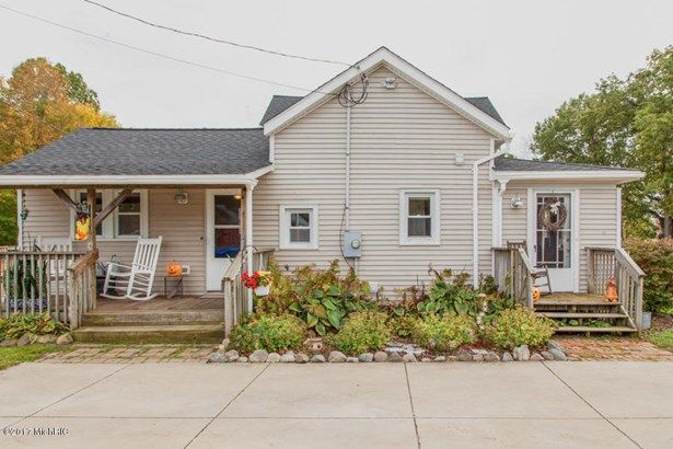 Farm House, Single Family Residence - Battle Creek, MI (photo 2)