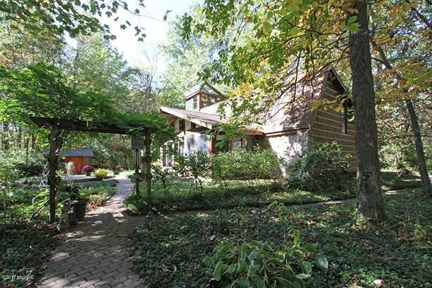 Single Family Residence, Traditional - Augusta, MI (photo 1)