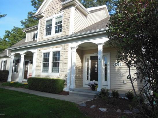 Single Family Residence, Traditional - Stevensville, MI (photo 2)