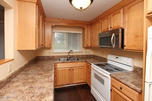 Condominium, Traditional - Portage, MI (photo 3)
