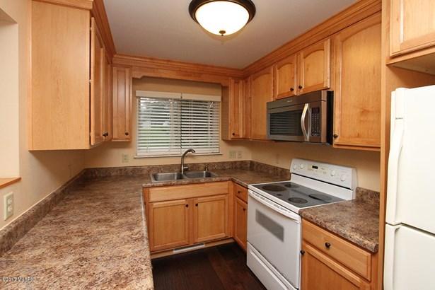 Condominium, Traditional - Portage, MI (photo 4)