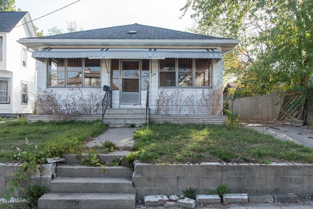 Single Family Residence, Bungalow - Battle Creek, MI (photo 2)
