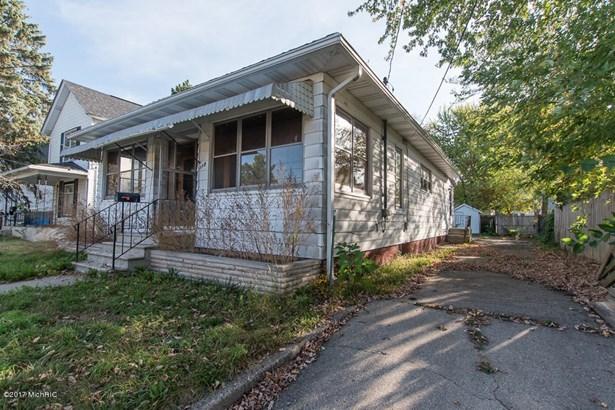 Single Family Residence, Bungalow - Battle Creek, MI (photo 3)