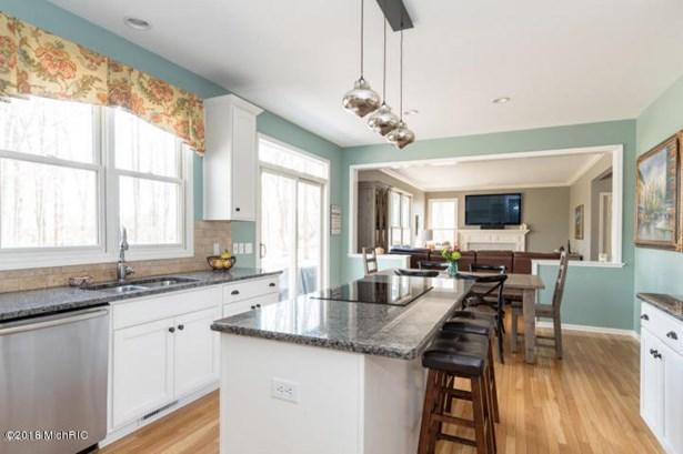 Single Family Residence, Traditional - Richland, MI (photo 3)