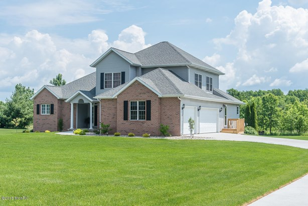 Single Family Residence, Traditional - Galesburg, MI (photo 2)
