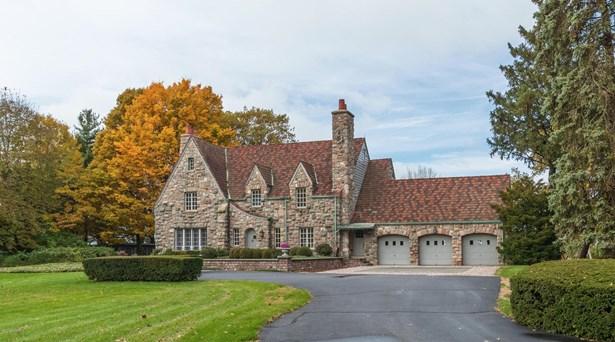 Tudor, Single Family Residence - Benton Harbor, MI