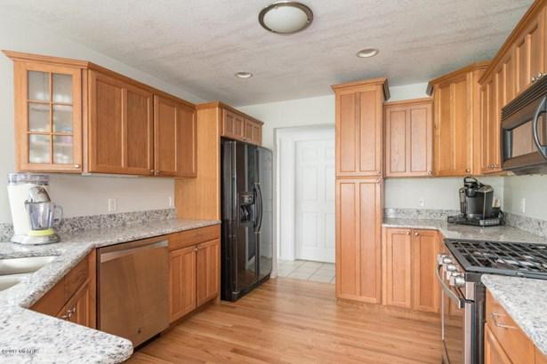 Single Family Residence, Traditional - Lawton, MI (photo 5)