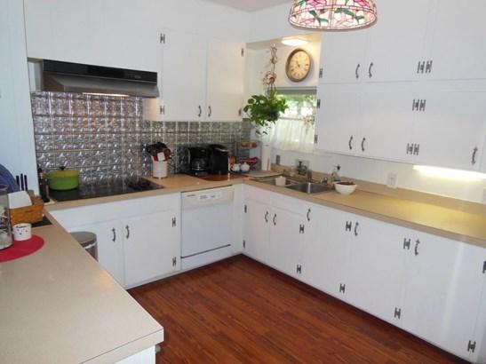 Single Family Residence, Traditional - Hartford, MI (photo 3)