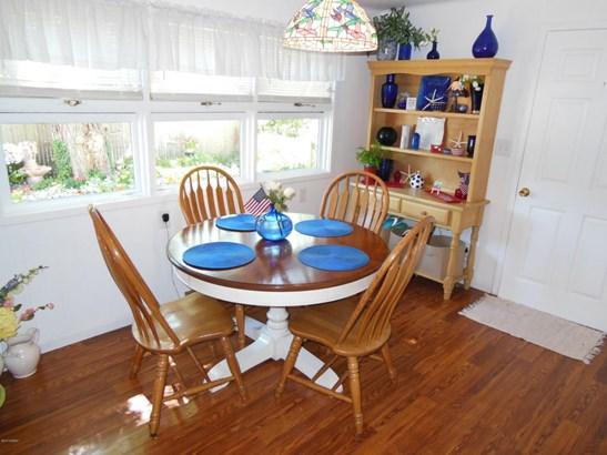 Single Family Residence, Traditional - Hartford, MI (photo 4)