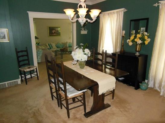 Single Family Residence, Traditional - Hartford, MI (photo 5)