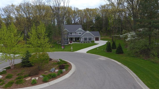 Single Family Residence, Traditional - Mattawan, MI (photo 2)