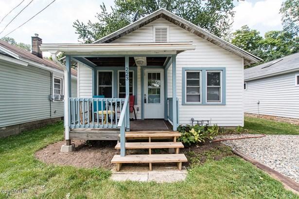 Single Family Residence, Bungalow - Battle Creek, MI (photo 1)