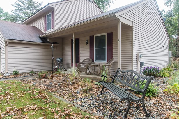 Single Family Residence, Quad Level - Plainwell, MI (photo 2)