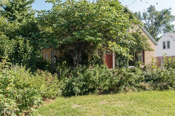 Cape Cod, Single Family Residence - Battle Creek, MI (photo 3)