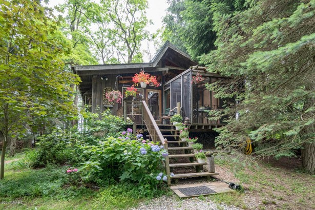 Chalet, Single Family Residence - South Haven, MI (photo 1)