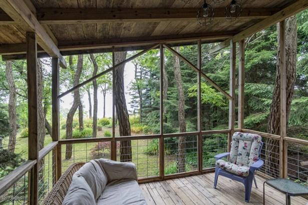 Chalet, Single Family Residence - South Haven, MI (photo 5)