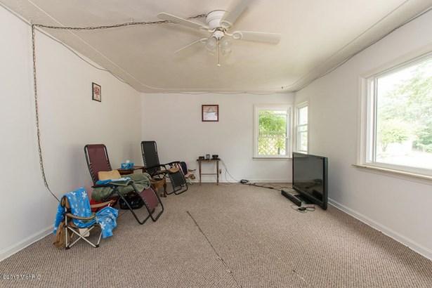 Cape Cod, Single Family Residence - Springfield, MI (photo 2)