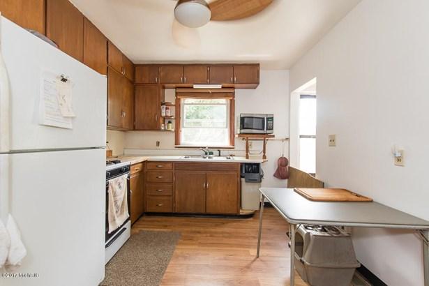 Cape Cod, Single Family Residence - Springfield, MI (photo 4)