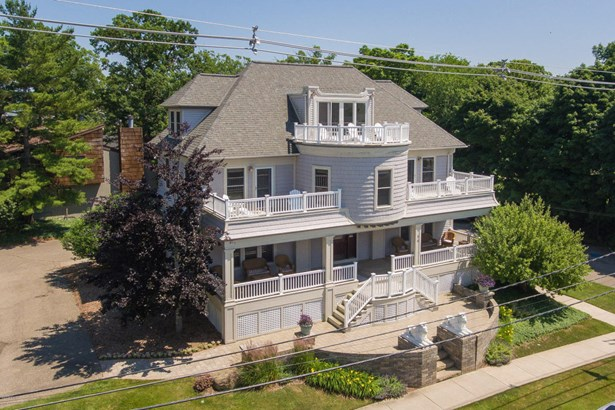 Cape Cod, Single Family Residence - South Haven, MI