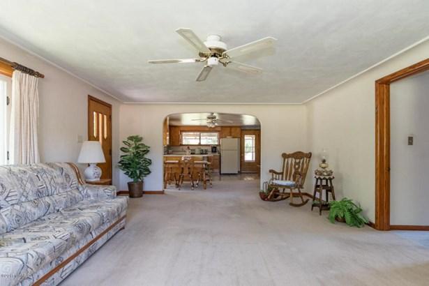 Single Family Residence, Ranch - Gobles, MI (photo 4)