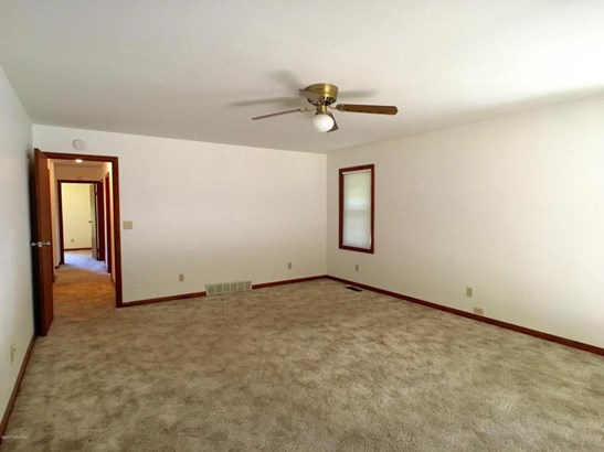 Single Family Residence, Ranch - Coloma, MI (photo 5)