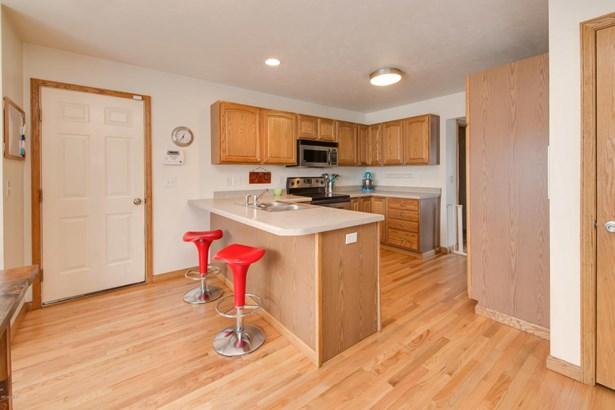 Single Family Residence, Traditional - Battle Creek, MI (photo 2)