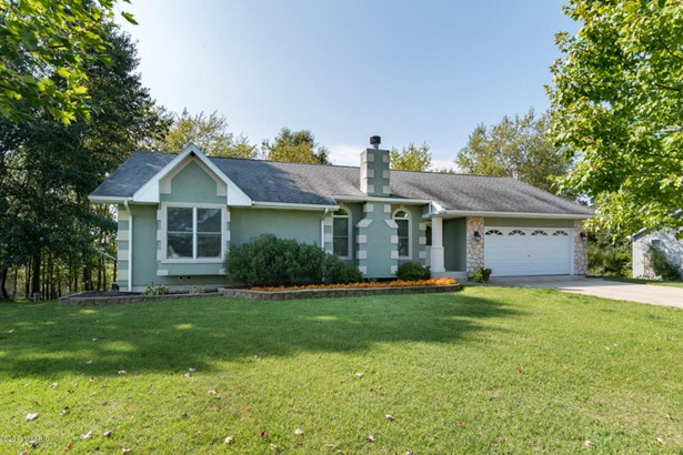 Single Family Residence, Ranch - Paw Paw, MI (photo 1)