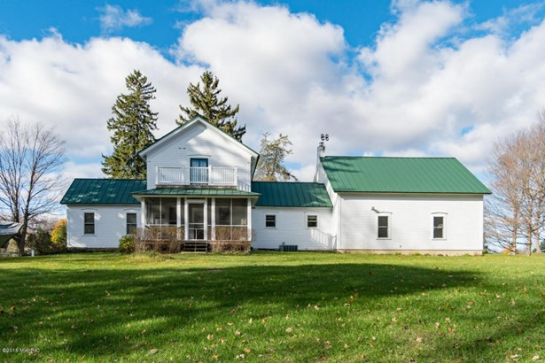 Single Family Residence, Traditional - Bloomingdale, MI (photo 1)
