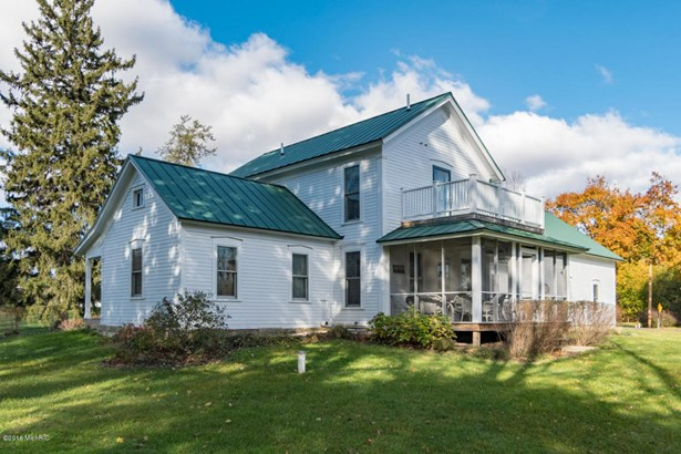 Single Family Residence, Traditional - Bloomingdale, MI (photo 2)