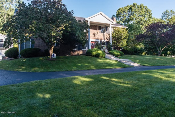 Single Family Residence, Colonial - Plainwell, MI (photo 1)