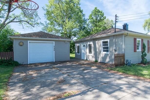 Single Family Residence, Ranch - Springfield, MI (photo 3)