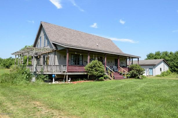 Cape Cod, Single Family Residence - Hickory Corners, MI (photo 2)